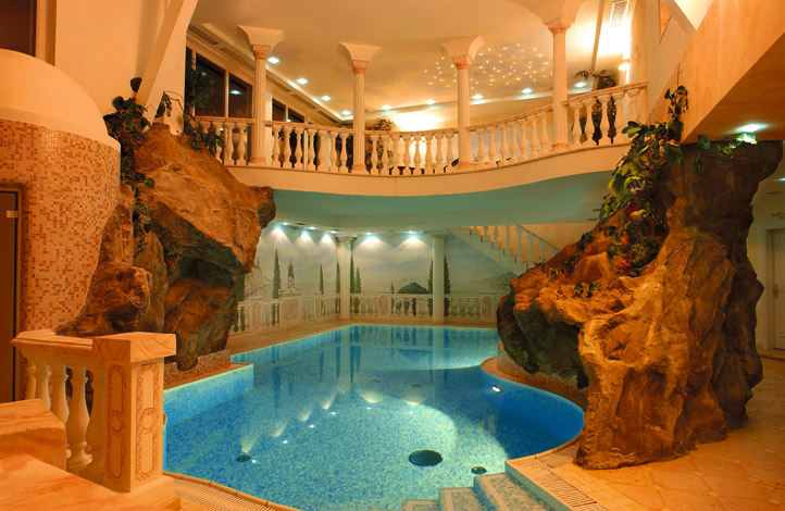 http://www.skiforum.it/pics/2170-piscina-benessere.jpg