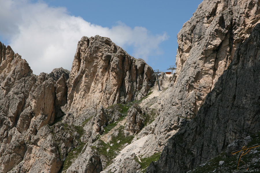Stazione di arrivo della seggiovia fedare cinque torri for Vista sulla valle cabine colline hocking