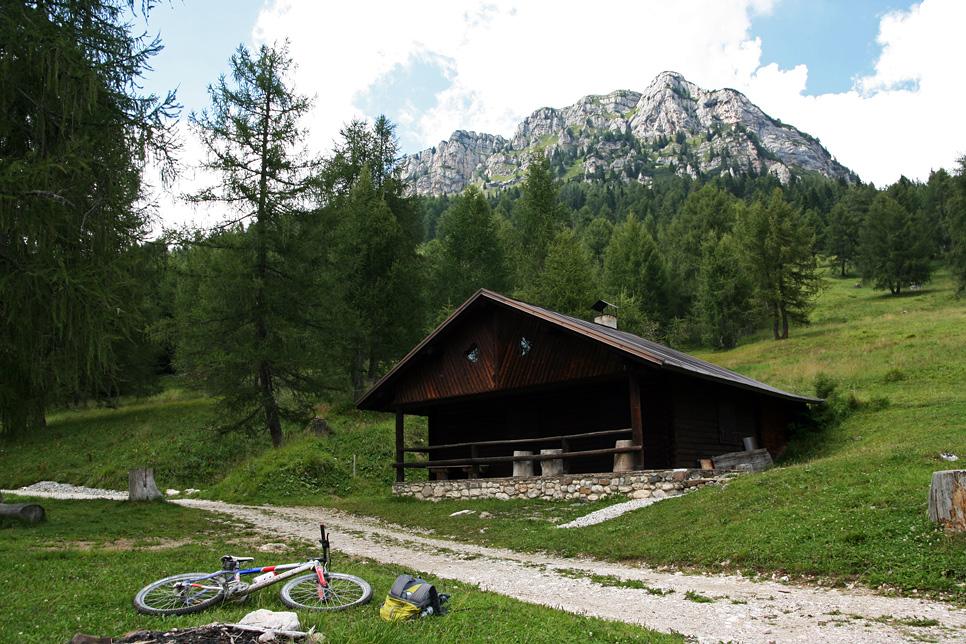 Salendo al rifugio venezia si incontrano alcune belle for Rifugio in baita di montagna