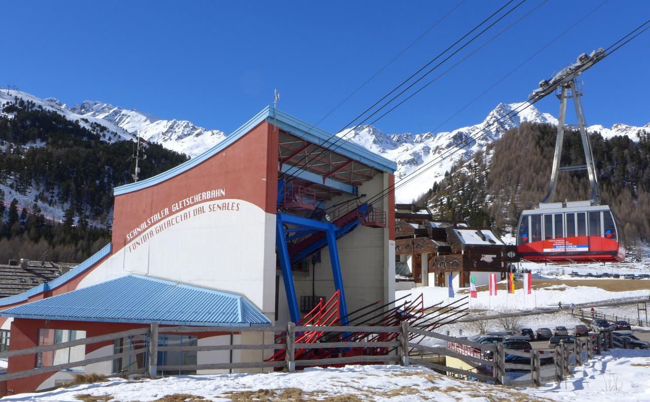 Stazione di valle della val senales for Vista sulla valle cabine colline hocking