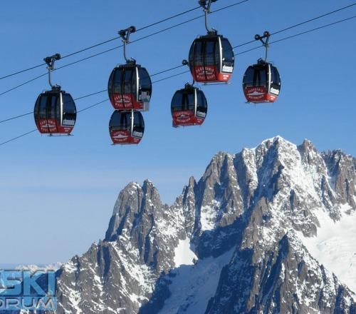 Bloccata funivia sul monte bianco con 100 persone for Vista sulla valle cabine colline hocking