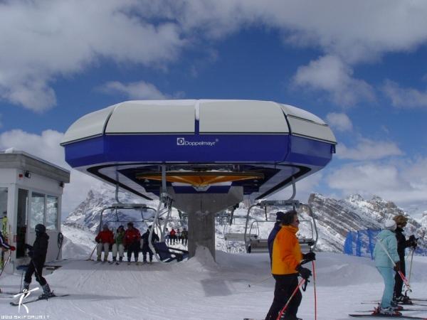 Foto della stazione di monte della seggiovia padeon son for Vista sulla valle cabine colline hocking