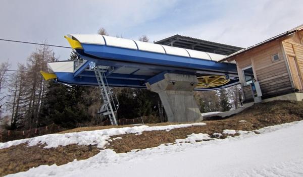 Stazione di monte della seggiovia monte piz for Vista sulla valle cabine colline hocking