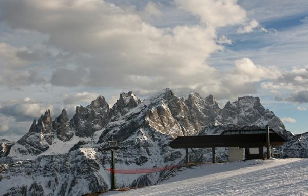 Stazione di monte della seggiovia le buse laresei di falcade for Monte alloro affitti di cabina