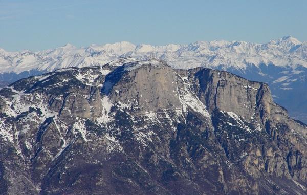 La paganella vista dalle piste del monte bondone trentino for Monti del trentino