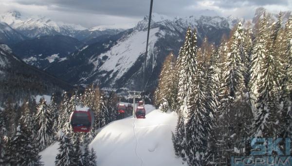 Cabinovia pian pezz col dei baldi nello skicivetta for Vista sulla valle cabine colline hocking