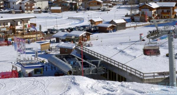 Stazione di valle padola for Vista sulla valle cabine colline hocking