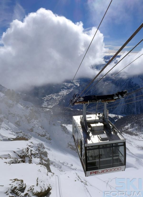 Immagine del funifor con cabine da 100 posti di pejo for Monte alloro affitti di cabina