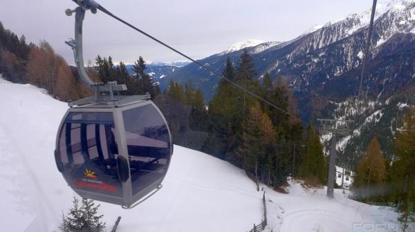 Foto di una delle cabine da 8 posti dell 39 impianto for Vista sulla valle cabine colline hocking