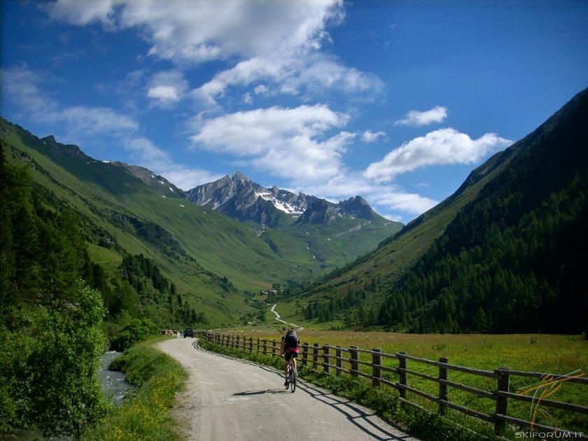 In Val Aurina Con La Mountain Bike  A Piedi  Wunderbar