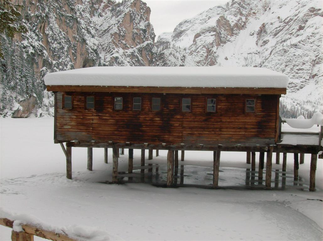 Wlf una casa sul lago lago braies for Costruire una casa sul lago
